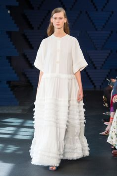 See the complete Roksanda Spring 2018 Ready-to-Wear  collection.