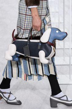 Thom Browne Fall 2019 Menswear Fashion Show Kate Spade Handbags, Tote Handbags, Purses And Handbags, Leather Handbags, Leather Totes, Unique Purses, Unique Bags, Satchel Purse, Shopper Tote