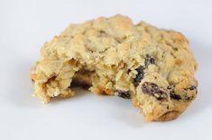 Healthy Oatmeal Raisin Cookies! Recipe Desserts with mashed banana, applesauce, oats, almond milk, raisins, vanilla, cinnamon