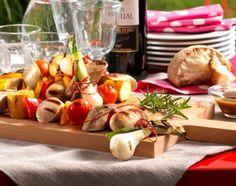 Party-Wurstgirlande mit Senf-Barbecuesauce Dairy, Cheese, Food, Mustard, Garlands, Recipes, Eten, Meals, Diet