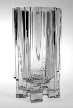 "Tapio Wirkkala - Glass vase ""Arcadia"" 3571 for Iittala, Finland. Fused Glass, Clear Glass, Glass Art, Nordic Design, Scandinavian Design, Retro Design, Design Art, Crystal Glassware, Glass Ceramic"
