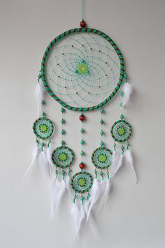 Unusual dream catchers and wall hangings por GrandpaO Grand Dream Catcher, Blue Dream Catcher, Dream Catcher Decor, Beautiful Dream Catchers, Large Dream Catcher, Diy Dream Catcher Tutorial, Dream Catcher Patterns, Lilo Et Stitch, Turquoise Beads