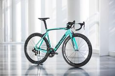 We've already shown you the Oltre XR4 a couple of times because it has been ridden over the past few weeks by the Lotto NL Jumbo pro team.