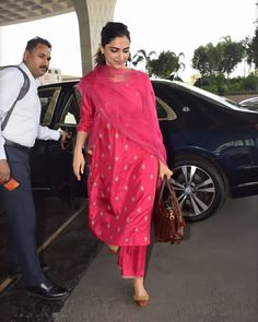 Bollywood fashion 577094139740190311 - Deepika Padukone Becomes The Centre Of Attraction At Airport As She Looks Delightful In Her Pink Ethnic – HungryBoo Source by Indian Bridal Outfits, Pakistani Outfits, Stylish Dress Designs, Stylish Dresses, Indian Attire, Indian Wear, Casual Indian Fashion, Ethnic Fashion, Deepika Padukone Style