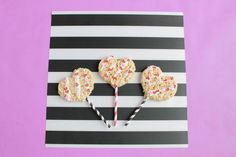 A simple idea for your child's class party. Turn heart-shaped treats into adorable Rice Krispies Heart Pops. So easy! Click for the step-by-step from @Handmadebykelly.