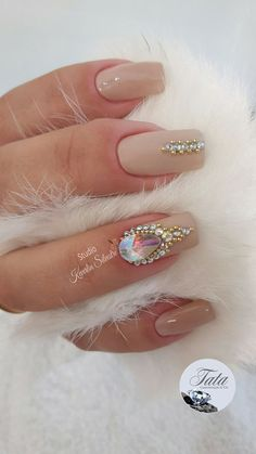 Pin by telma tim on manicure in 2019 Nude Nails, Acrylic Nails, Gel Nails, Nail Polish, Romantic Nails, Diva Nails, Manicure Y Pedicure, Nail Art Rhinestones, Finger
