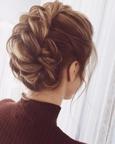 Amazing updo hairstyle with the wow factor. Finding just the right wedding hair for your wedding day is no small task but we're about to make things a little bit easier.From soft and romantic, to classic with modern twist these romantic wedding hairstyles High Bun Hairstyles, Bride Hairstyles, Hairstyle Ideas, Romantic Hairstyles, Classic Updo Hairstyles, Hairstyle Braid, Evening Hairstyles, Hairstyles 2016, Retro Hairstyles