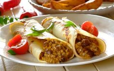 We know South Africans love – so why don't you try this famed dish rolled up in a pancake? It is an absolute winner! South African Recipes, Indian Food Recipes, Ethnic Recipes, Minced Meat Recipe, Mince Recipes, International Recipes, Soul Food, Kos, Recipe Ideas