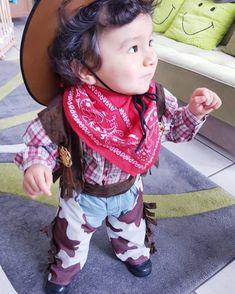 Inspiration, Bastelanleitungen & Accessoires mit du dein Cowboy-Kostüm einfach selber machen kannst #diykostüm #kostümidee #karneval #Helau #Alaaf #Jecken #EndlichGehtslos #jetztgejtslos #karneval2019 #karnevalstage #karnevalskind #karnevalmakeup #karnevalslook #karnevalmeineliebe #karneval1111 #alaaf #alaafyou #alaafin #alaafmycrew #alaafmysquad #faschingskostüm #helau #gruppenkostüm #verkleidung #karnevalskostüm #paarkostüm #gruppenkostüm #familienkostüm Cowboy Baby, Alaaf You, Face, Inspiration, Instagram, Pair Costumes, Craft Tutorials, Biblical Inspiration, The Face
