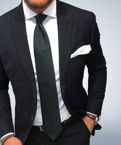 Black suit and tie for men Best Suits For Men, Cool Suits, Mens Fashion Suits, Mens Suits, Men's Fashion, Fashion Guide, Fashion Menswear, Lifestyle Fashion, Fashion Rings
