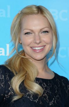 Laura Prepon natural redhead - blonde! Make me want to try it...