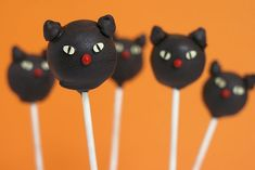 Halloween Cat Cake Pop. Click the link to see more inspiration for cat cakes and more for your Halloween party: http://www.pauseandplay.co.uk/halloween-cat-themed-cake-ideas/  We are planning to make some cupcake on Halloween. If they are any good, we'll show you. If not, shh..... Who else is baking?