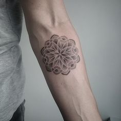 Did this light dotwork mandala tattoo on Lonneke today.