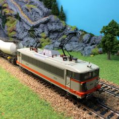 #locomotive #electrique #PIKO échelle #HO 8608. A retrouver très prochainement sur le http://www.latelierdutrain.com