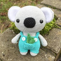 Cute Koala with some delicious leaves in his pocket. Make your own cute Koala with this adorable crochet pattern. Now available in English, German, Dutch, Spanish and portuguese.  www.mariskavos.nl