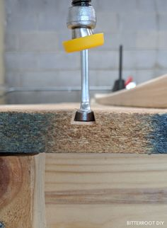 Mobile Workbench with Table Saw | Garage Workbench Plans, Table Saw Workbench, Mobile Workbench, Woodworking Furniture Plans, Woodworking Workbench, Woodworking Projects Diy, Diy Projects Plans, Diy Wooden Projects, Wood Shop Projects