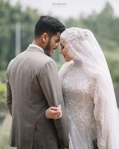 16 Unique Wedding Dresses With Pockets Muslimah Wedding Dress, Muslim Wedding Dresses, Wedding Hijab, Dream Wedding Dresses, Wedding Couple Poses Photography, Wedding Poses, Wedding Couples, Foto Wedding, Akad Nikah