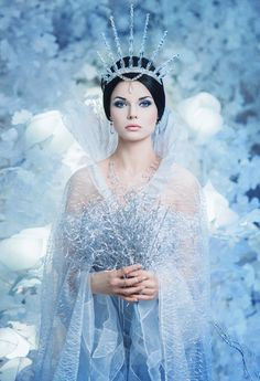 A little bit of everything winter wonderland costume, ice crown, ice prince Foto Fantasy, Chica Fantasy, Fantasy Art, Fantasy Makeup, Ice Queen Costume, Ice Princess Costume, Halloween Bonito, Fantasy Photography, Fire And Ice