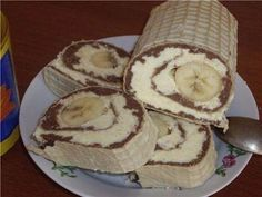 Încercați neapărat! Nu uitați să împărtășiți rețeta prietenilor și să o adăugați în carnetul cu rețete ca să o aveți la îndemână! INGREDIENTE: Pentru crema de cacao: -500 ml de lapte; -1 lingură de cacao; -1 plic de zahăr vanilat; -1 cutie de biscuiți cracker, de ciocolată (dați prin mașina de tocat carne); -1 pahar de zahăr.(200 g) Pentru crema de fulgi de cocos: -100 gr fulgi de cocos; -10 linguri de lapte fierbinte; -250 gr de unt; -1 pahar de zahăr pudră (180 g). MOD DE PREPARARE…