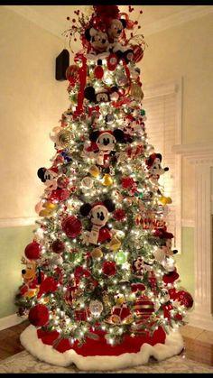 FB Disney Christmas Tree Decorations, Mickey Mouse Christmas Tree, Mickey Mouse Decorations, Creative Christmas Trees, Diy Christmas Tree, Christmas Themes, Christmas Holidays, Natal Diy, Halloween