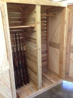 I recently posted a wardrobe∕armoire made from pallets, so i figured i would post the gun cabinet made pretty much the same way. the…