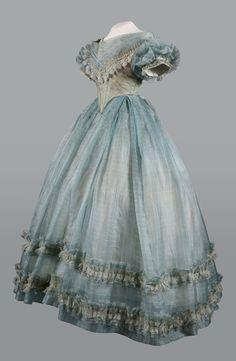 Evening dress, 1860′s  From the Musée de la Mode, Albi