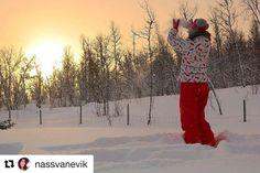 Kunsten å fange øyeblikket. #reiseliv #reiseblogger #reisetips  #Repost @nassvanevik with @repostapp  Soloppgang på Geilo. Любимые #visitnorge#visitnorway#norway_photolovers#норвегия#geilo#снег#thisismyeurope#visitbergen#world_great#world_besttravel#bestoftheweek#world_bestangels#besteuropepics#зима#ignorway#pocket_norway#supersunset_world#traveling_sunset#iamnordic#vibrantnorway#world_about
