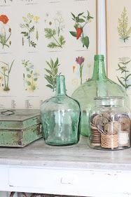 Plansjer, vinballong Green Glass Bottles, Bottles And Jars, Glass Jars, Woodsy Decor, Country Decor, French Style Decor, Botanical Interior, Vibeke Design, Wonderland