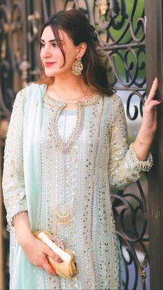 Stylish Dresses, Fashion Dresses, Beautiful Women Videos, Girls Dresses Sewing, Long Dress Design, Salwar Dress, Evening Dresses With Sleeves, Girl Photo Poses, Muslim Fashion
