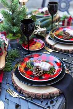Red and Black Buffalo Check Tablescape Celebrate the holiday entertaining season with a buffalo check tablescape and Jackson Morgan Whiskey Cream as the ultimate favor! Christmas Door, Plaid Christmas, Rustic Christmas, Christmas Holidays, Christmas Wreaths, Scandinavian Christmas, Christmas Parties, Christmas Music, Christmas Party Decorations