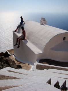 Sitting on a church roof Santorini Greece, Greek Islands, Greece Travel, Cathedrals, More Photos, Temples, Travel Guide, Traveling, Outdoors