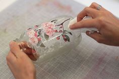 DIY decoupage jar- this would be great for the air freshener or any of the scrubs The Effective Pictures We Offer You About Decoupage ideer A quality picture can tell you many things. Diy Decoupage Jar, Napkin Decoupage, Decoupage Tutorial, Decoupage Furniture, Decoupage On Glass, Wine Bottle Crafts, Mason Jar Crafts, Bottle Art, Bottles And Jars