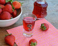 Liquore di fragole ricetta veloce e semplice da preparare,un liquore da gustare fresco nelle calde serate estive.Un liquore veloce