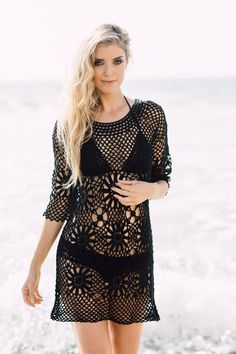 Scoop neck - sleeves - Material: Cotton Crochet - Fabric Content: Cotton - Sizes: S, M, L, XL - Colors: Natural, Black Keep it cool with this hot Boho Crochet tunic for the beach. Crochet Beach Dress, Bikinis Crochet, Crochet Bodycon Dresses, Black Crochet Dress, Crochet Fabric, Crochet Tunic, Cotton Crochet, Crochet Clothes, Crochet Lace