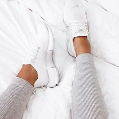 Nike Air Presto – white // Photo: katyluise (Instag … – by Casual Sneakers, Sneakers Fashion, Sneakers Nike, White Nike Shoes, White Nikes, Nike Tennis Shoes, Nike Air Presto White, Instagram Shoes, Instagram Fashion