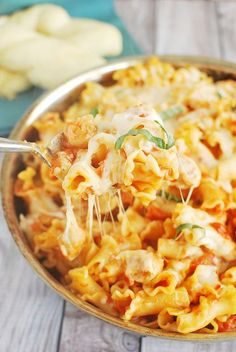 Chicken Parmesan Baked Pasta - like Chicken Parmesan without all the work! Recipe via fakeginger.com.