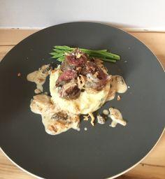 Maki d'onglet de bœuf  Écrasé de pomme de terre Sauce champignons Sauce, Pork, Chicken, Meat, Cooker Recipes, Food, Kale Stir Fry, Pigs, Pork Chops