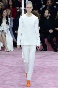 Completo bianco Dior CoutureMaglia bianca e pantalone della collezione Dior Couture primavera/estate 2015