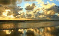 يقولون أن البحر مرآة سماءة واقول هما سواء