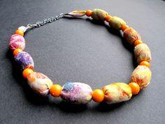 """Náhrdelník """"Sluníčko"""" Pestrobarevný náhrdelník z latky a velkých korálků. Délka = 40 + 5 cm"""