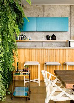 placas-de-cimento-cozinha-da-varanda-bancos-carrinho-de-cha (Foto:  Edu Castello/Editora Globo)