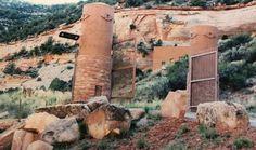 Необычный дом, построенный прямо в пещере