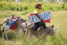 Biblioburro, hermoso proyecto educativo creado por Luis Soriano en La Gloria, Colombia