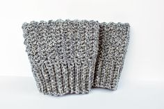 Reversible boot cuffs -- tried it, loved them, pattern not difficult-AR Crochet Boots, Crochet Gloves, Crochet Slippers, Knit Or Crochet, Crochet Scarves, Crochet Crafts, Crochet Projects, Free Crochet, Crochet Boot Cuff Pattern