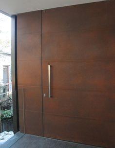 Axolotl Channel Door in Brown Rust Modern Entrance Door, Contemporary Garage Doors, Modern Front Door, House Entrance, Entrance Doors, Main Door Design, Pivot Doors, House Doors, Steel Doors
