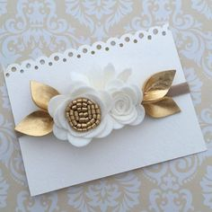 Gorgeous white and gold felt flower attached to a nylon elastic headband. - Baby - Gorgeous white and gold felt flower attached to a nylon elastic headband. Felt Headband, Baby Flower Headbands, Toddler Headbands, Newborn Headbands, Elastic Headbands, Baby Bows, Crochet Headbands, Diy Hair Bows, Diy Bow