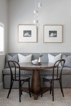 A banquette seating is a cool idea for any home, mostly for dining spaces – it accommodates many people, it occupies less than half the floor space a table and chairs require yet seats the same number of people. Here are ideas to design one. Kitchen Table Chairs, Kitchen Seating, Banquette Seating, Dining Chairs, Corner Banquette, Room Chairs, Kitchen Furniture, Kitchen Couches, Bentwood Chairs