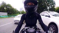 Girl Riding Motorcycle, Female Motorcycle Riders, Motorbike Girl, Women Motorcycle, Moto Bike, Motorcycle Helmets, Lady Biker, Biker Girl, Gif Motos