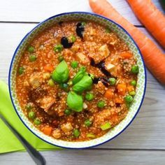 Hirse ist ein wahrer Alleskönner und unglaublich nährstoffreich. Ein würziges Gericht mit Hirse ist dieser vegane Hirse-Gemüse-Topf. Fettarm und glutenfrei!