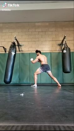 Self Defense Moves, Self Defense Martial Arts, Martial Arts Training, Martial Arts Workout, Gym Workout Videos, Gym Workout For Beginners, Kickboxing Workout, Taekwondo, Fight Techniques